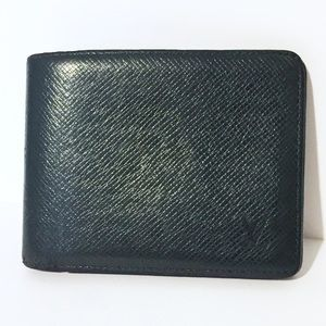 Louis Vuitton taiga green leather bifold wallet